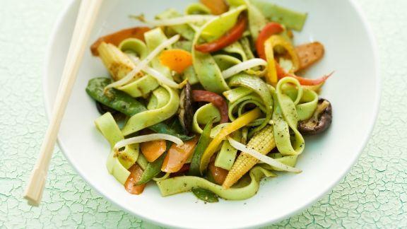 Rezept: Asiatische Nudeln mit Wasabi, Mini-Mais und Karotten