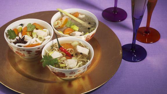 Rezept: Asiatische Nudelsuppe mit Hähnchen