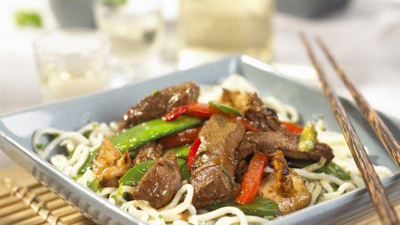 Rezept: Asiatische Rindfleisch-Gemüsepfanne mit Nudeln