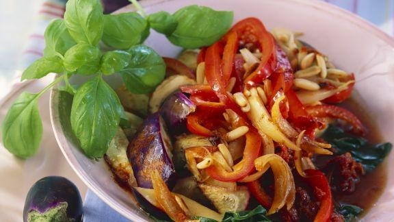 Rezept: Auberginen-Paprika-Gemüse mit Pilzen, aus dem Wok