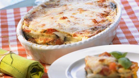 Rezept: Auberginen-Tomaten-Gratin mit Mozzarella