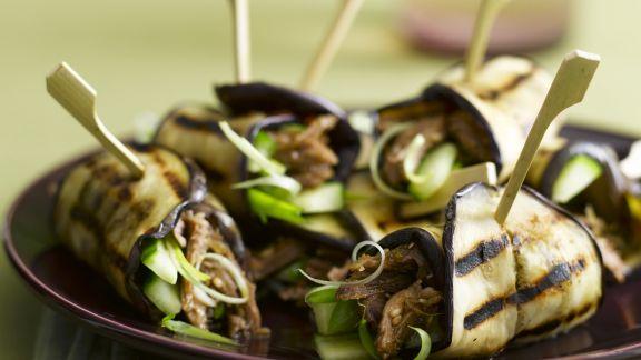 Rezept: Auberginenrouladen mit Gurke und Lammfleisch