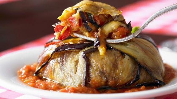 Rezept: Auberginentorte mit Tomatensoße