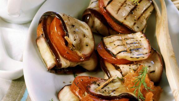 Rezept: Auberginenwickel mit Tomatendip