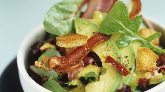 Rezept: Avocado-Speck-Salat mit Rucola