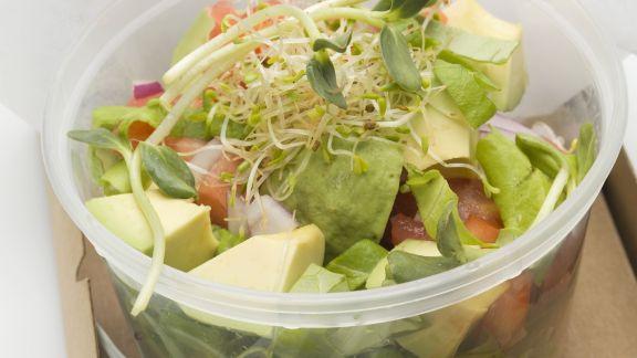 Rezept: Avocado-Tomaten-Salat mit Sprossen