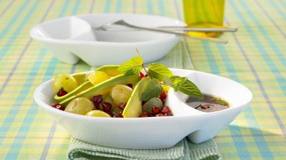 Rezept: Avocado-Trauben-Salat mit Granatapfelkernen