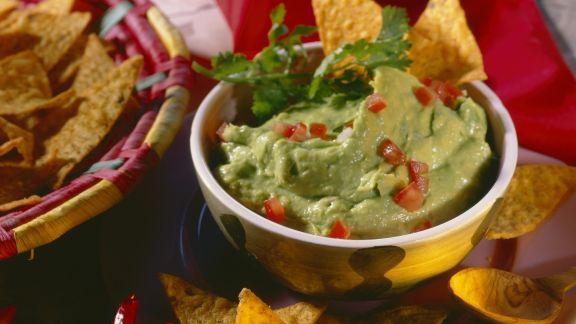 Rezept: Avocadocreme (Guacamole) mit Tortillachips