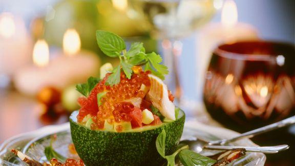 Rezept: Avocadosalat mit Forelle und Kaviar