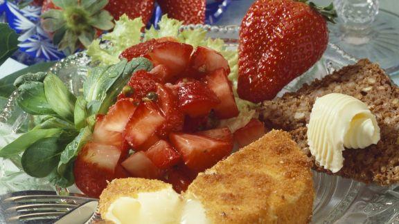Rezept: Backcamembert mit Erdbeerrelish