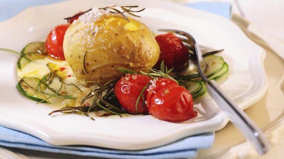 Rezept: Backkartoffeln mit mediterranem Gemüse