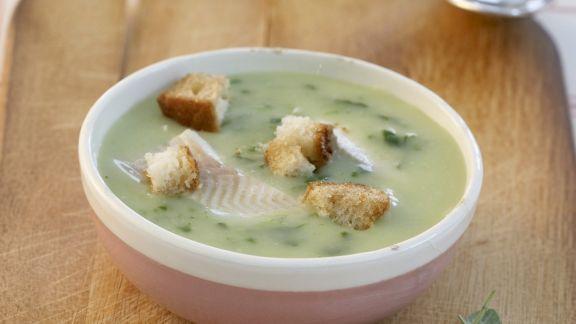 Rezept: Bärlauchcremesuppe mit Fisch und Croutons