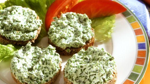 Rezept: Bärlauchquark auf Brot