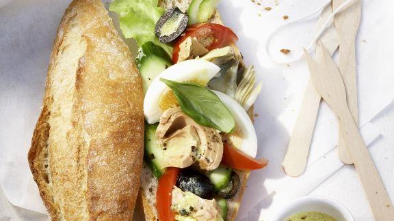 Rezept: Baguettebrötchen mit Salat