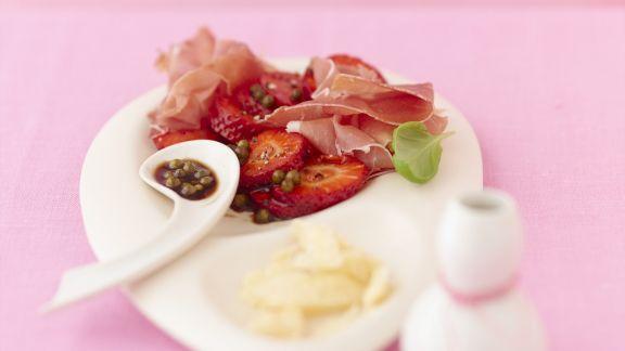 Rezept: Balsamico-Erdbeeren mit rohem Schinken
