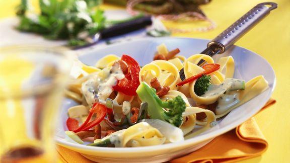 Rezept: Bandnudeln mit Gemüse und Rahmsauce