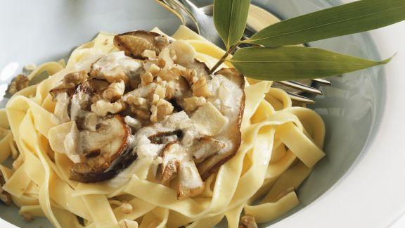 Rezept: Bandnudeln mit Pilzsoße und Walnüssen