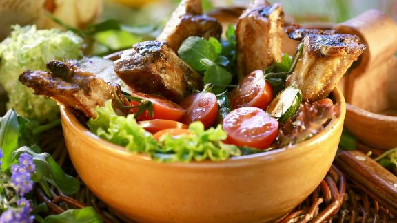 Rezept: Barbecue-Spareribs mit Honig glasiert dazu Blattsalat