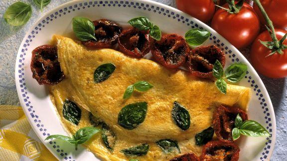 Rezept: Basilikum-Omelett mit glasierten Tomaten