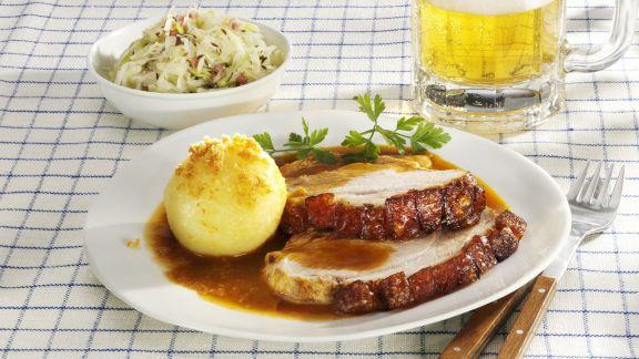 Rezept: Bayerischer Schweinebraten mit Kartoffelknödel