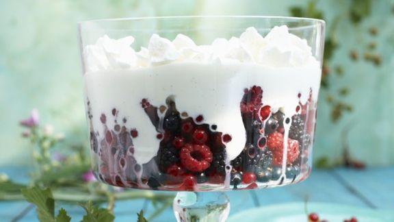 Rezept: Beeren mit Joghurtcreme