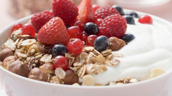 Rezept: Beerenmüsli mit Joghurt