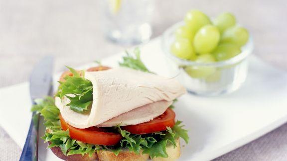 Rezept: Belegtes Brot mit Putenaufschnitt