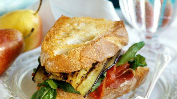 Rezept: Belegtes Brot mit Schinken und Aubergine