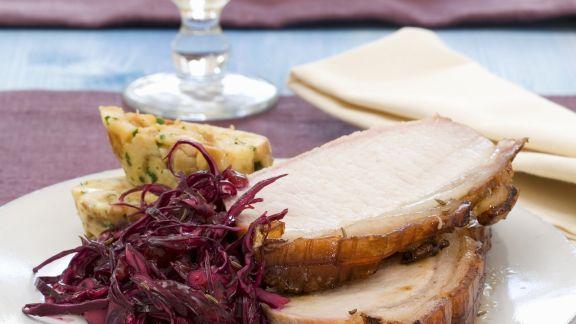 Rezept: Bierbraten auf Salzburger-Art mit Blaukraut und Brezen-Serviettenklöße