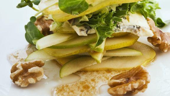 Rezept: Birnensalat mit Käse und Walnüssen