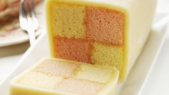 Rezept: Biskuitkuchen mit Karomuster (Battenburg Cake)
