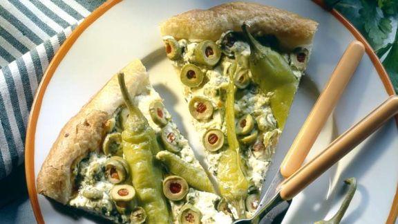 bl tterteig peperonipizza mit schafsk se rezept eat smarter. Black Bedroom Furniture Sets. Home Design Ideas