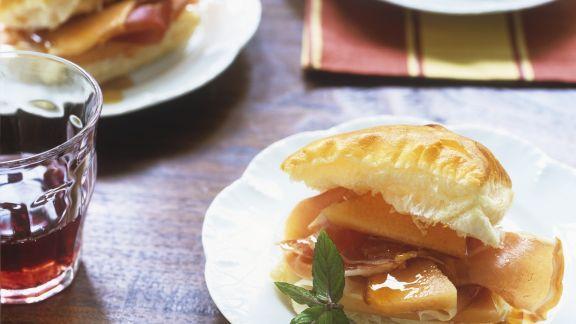 Rezept: Blätterteig-Sandwich mit Melone und Schinken
