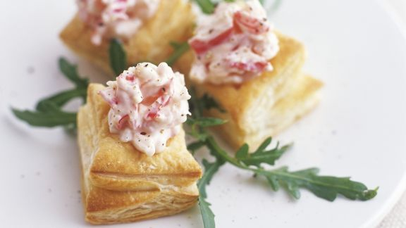 Rezept: Blätterteigecken mit Radieschensalat