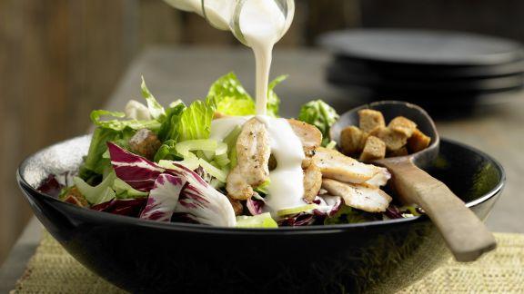 Rezept: Blattsalat mit Hähnchenstreifen