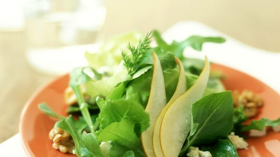 Rezept: Blattsalat mit Birne und Käse