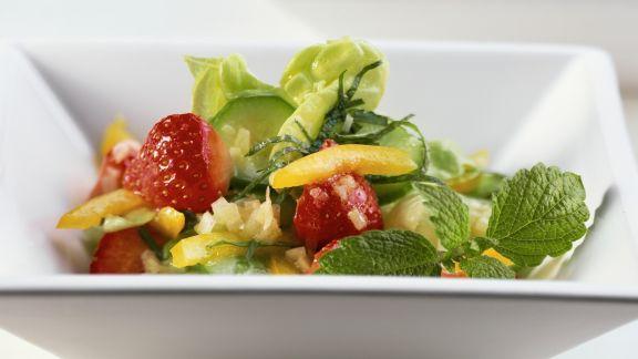 Rezept: Blattsalat mit Erdbeeren