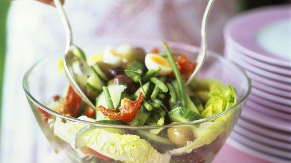 Rezept: Blattsalat mit Gemüse und Ei