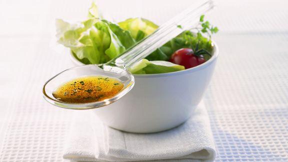 Rezept: Blattsalat mit Kräuterdressing
