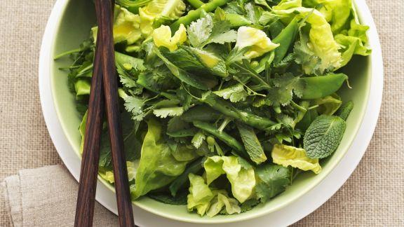 Rezept: Blattsalat mit Kräutern und Orangendressing