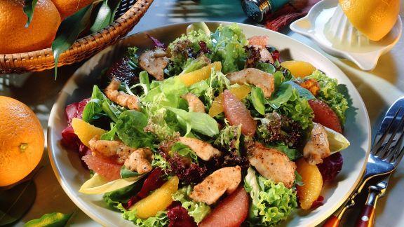 Rezept: Blattsalat mit Orangendressing und Pute