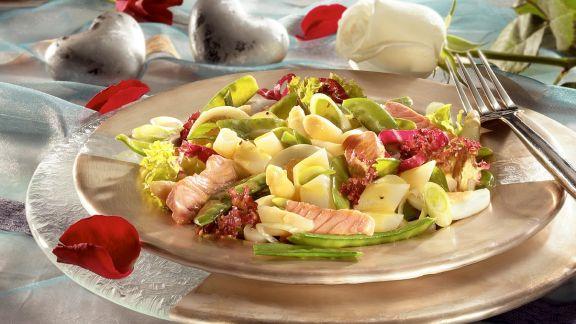 Rezept: Blattsalat mit Spargel und Lachs
