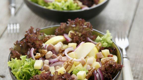 Rezept: Blattsalat mit Speck und Käse