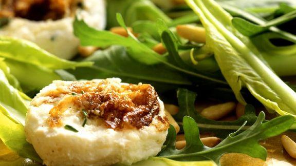 Rezept: Blattsalat mit Ziegenkäse