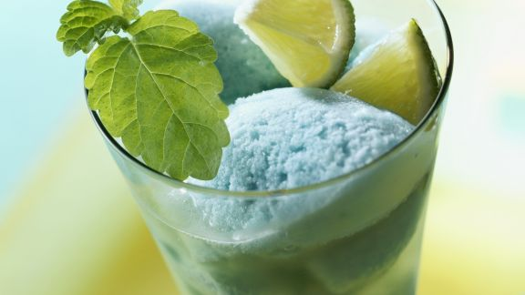 Rezept: Blauer Engel (Sorbet mit Blue Curacao)