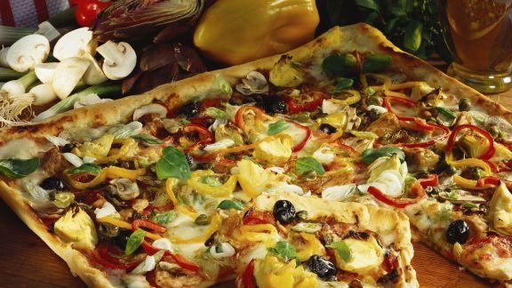 Rezept: Blechpizza mit buntem Belag