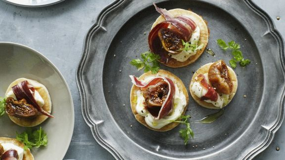 Rezept: Blinis mit Frischkäsecreme und Bacon