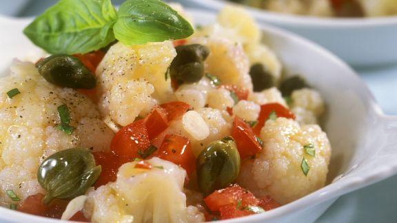 Rezept: Blumenkohl-Tomaten-Salat mit Kapern