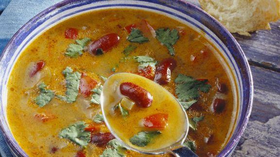 Rezept: Bohnen-Paprika-Suppe mit Koriander