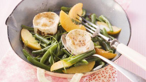 Rezept: Bohnen-Pfirsich-Salat mit Ziegenkäse